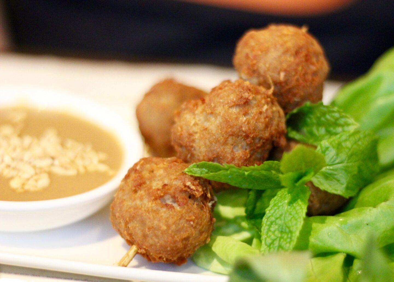 Nem Nuóng (homemade pork & lemongrass meatballs)